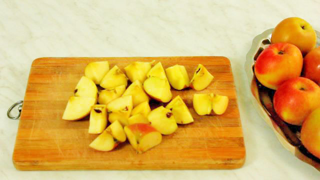 Chopped apples for diy ACV with mother